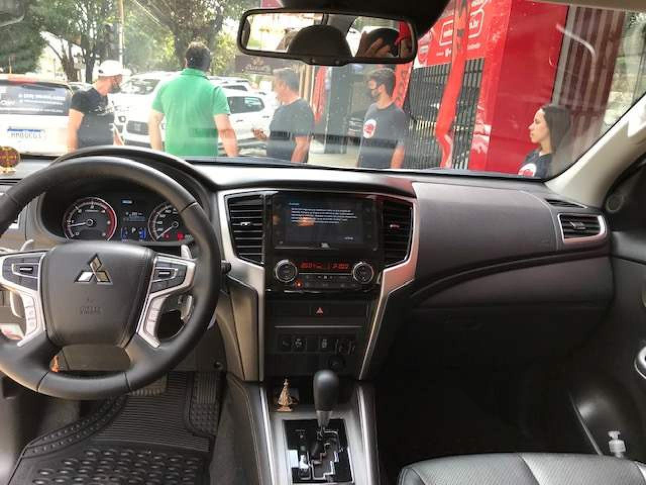 L 200 Triton 2.4 16V SPORT HPE-S 4X4 CABINE DUPLA TURBO DIESEL AUTOMÁTICO