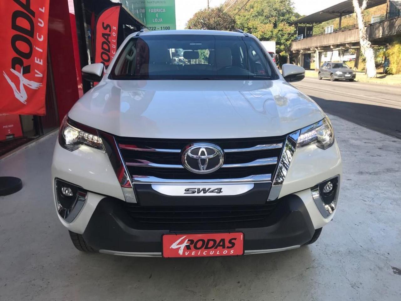 Hilux SW4 2.8 4P SRX 4X4 DIAMOND 7 LUGARES TURBO DIESEL AUTOMÁTICO