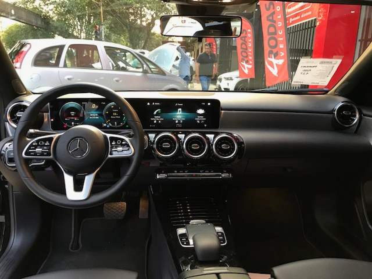 A 200 Sedan 1.3 16V 4P CGI ADVANCE 7G-TRONIC DCT AUTOMÁTICO